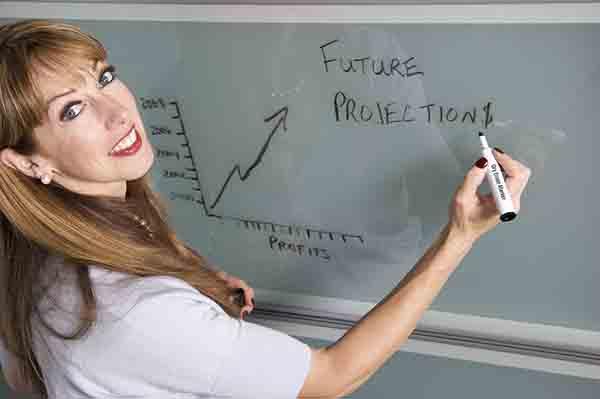 Profesora reduciendo costes