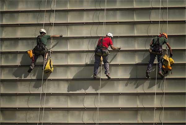 reducir riesgos laborales evita costes